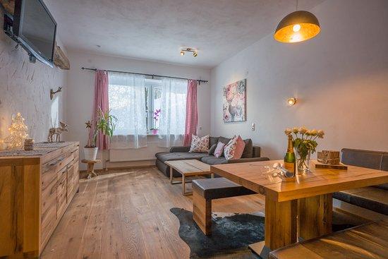 Gemütliche Wohnzimmer im Appartement Kaiser - Picture of Berghof