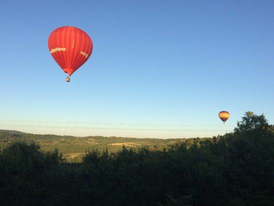 Saint-Cybranet, France: Luchtballonnen boven 'Les Trois Collines'