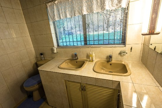 River Cottage Self-Catering Bathroom