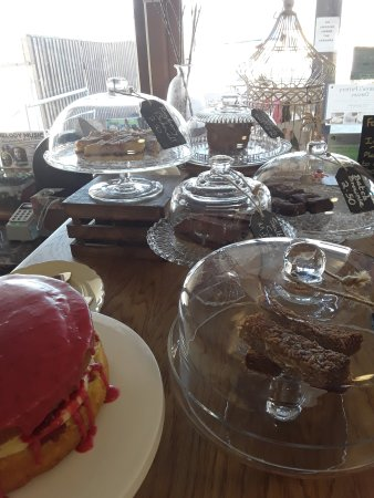 Bletchingdon, UK: Cake countet