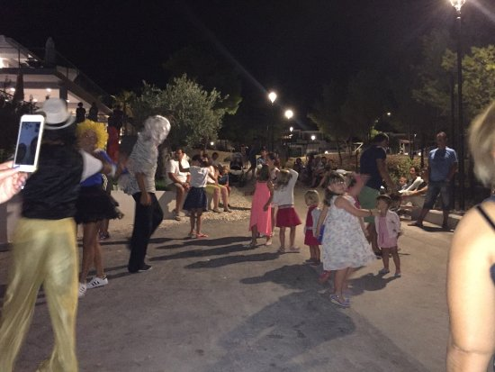Milna, Croatia: Mini disco on main road