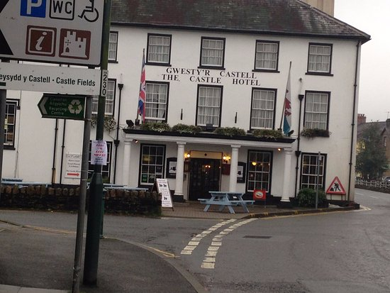 Llandovery, UK: Front of hotel