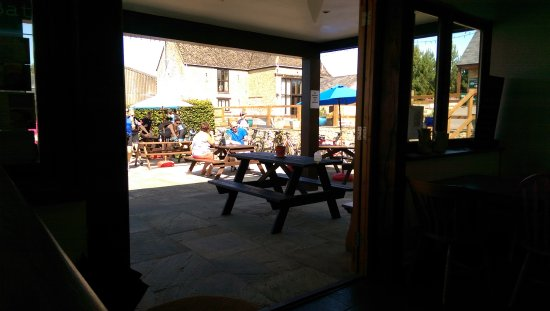 Bletchingdon, UK: Sun patio