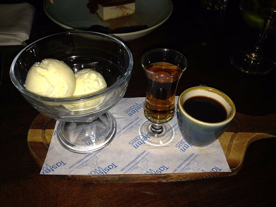 Llandovery, UK: Affogatto with Amaretto Shot