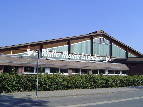 Adendorf, Tyskland: Vorderansicht des Eisstadions