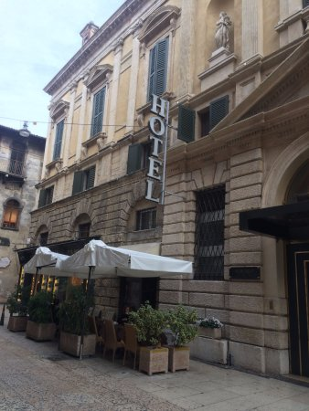 Accademia Hotel: cafe hotel na parte frontal