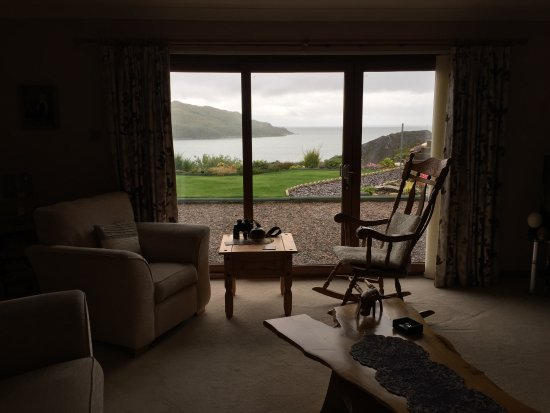 Morar, UK: Sitting room overlooking garden and loch