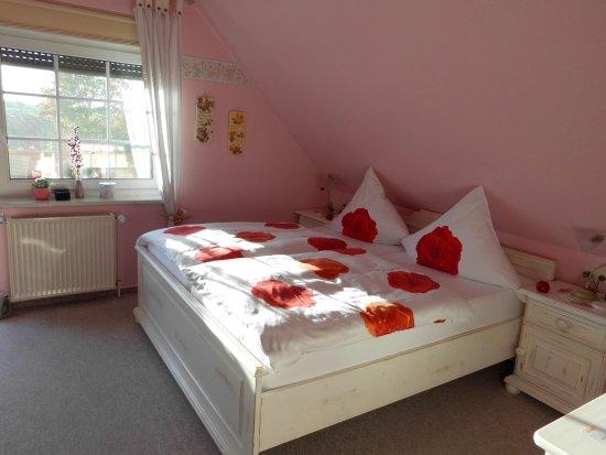 Luechow, Germany: ... das Rosenzimmer (hell unf freundlich)