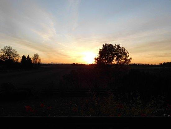 Luechow, Niemcy: ... das Rosenzimmer (großer Balkon) Sonnenuntergang