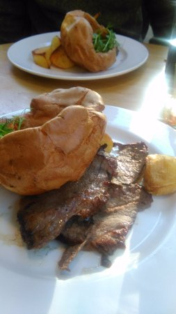 Blubberhouses, UK: Mackenzies Roast Beef £12.95 November 2017