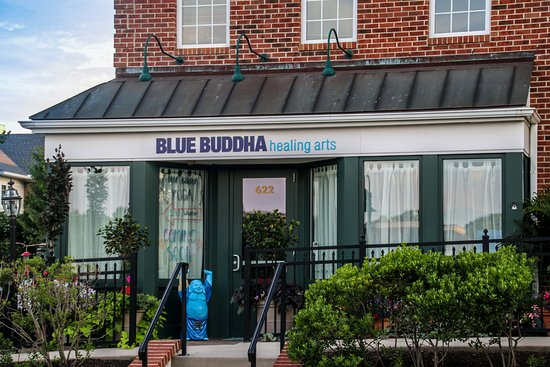 Glenmoore, Pensilvania: Visit Blue Buddha in the Eagleview Town Center.
