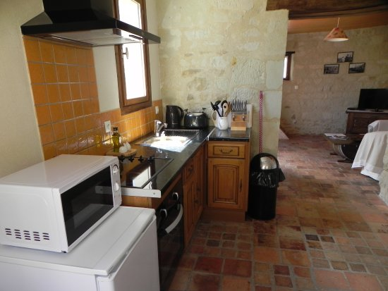 Pouancay, France: The Cottage - kitchen