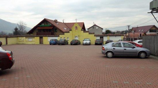 Martin, Slovakia: velké parkovisko strážené kamerami