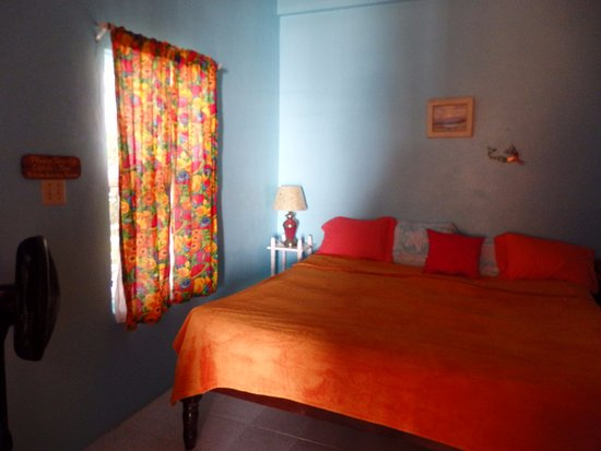 Barefoot Beach Belize: Back room - sleeping area