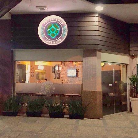 Presidente Café & Pub
