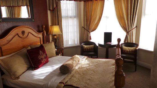 Brookside Hotel: Elegant Room En-Suite With Shower