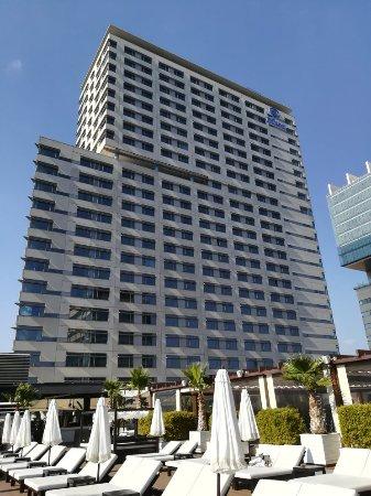 Hilton Diagonal Mar Barcelona: Avenida Diagonal Hotel Hilton Barcelona