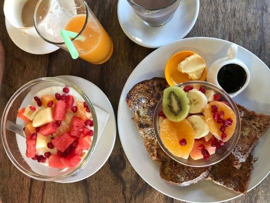 Cafe Soma: French Toast und Müsli