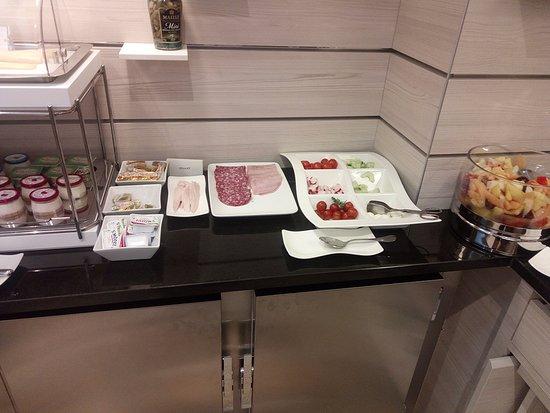 Hotel Cambon: buffe breakfast