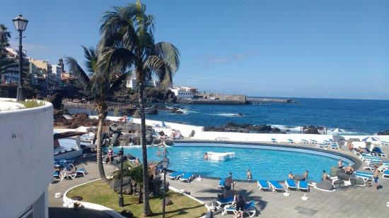 Vista piscina kuva costa martianez puerto de la cruz for Piscinas martianez