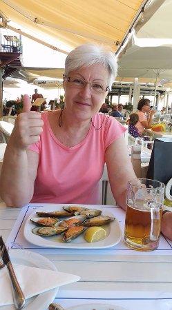 Zefyros Family Fish Taverna : мидии в чесночном соусе