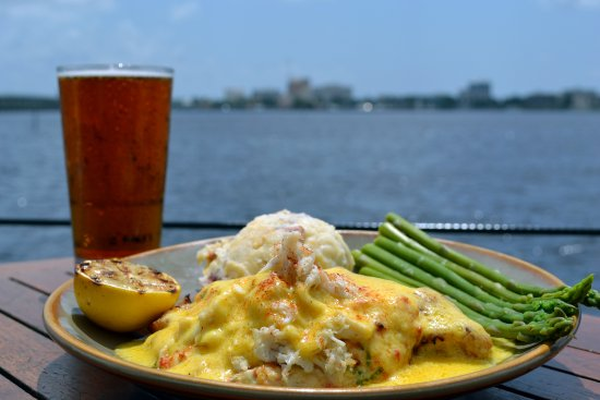 Palmetto, FL: Crabby Stuffed Grouper