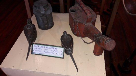 Museo Ferroviario de Campana Victor Luis Capusso: Alcuzas y aceiteras