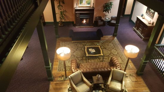 The Montvale Hotel: Overview of tea room and art gallery