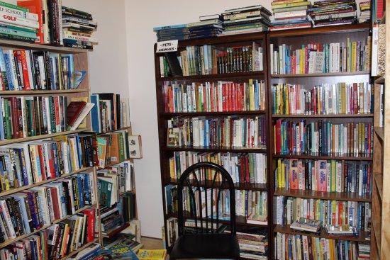 Grand Blanc, MI: We have 12 rooms of books