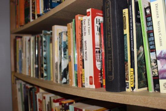 Grand Blanc, MI: Come find a new read at R&B Used Books