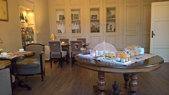 Restigne, Francia: Breakfast room
