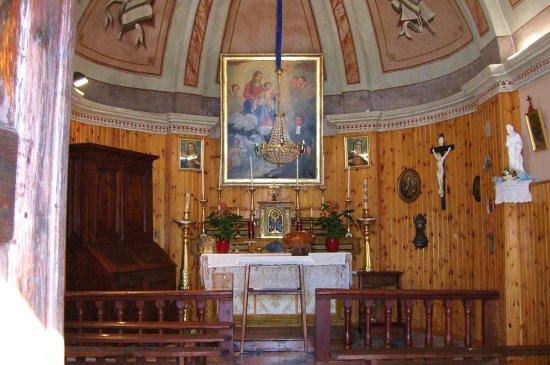 """Alleve, Италия: Interno Chiesetta """"Madonna della Neve"""" Allevè"""
