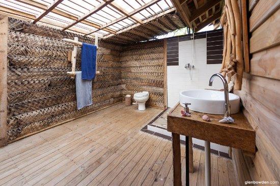 Uoleva Island, Tonga: Bathroom
