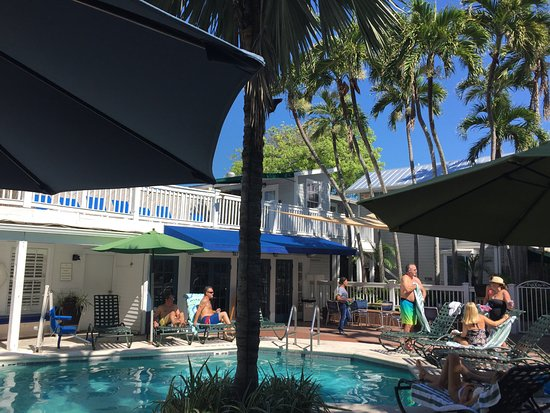 Lighthouse Court Hotel in Key West: Pool side