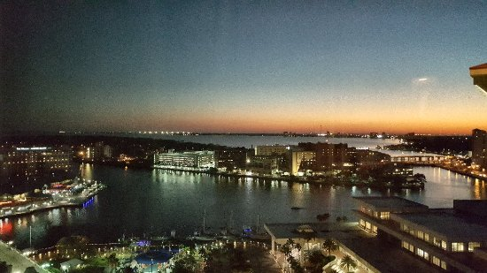Embassy Suites by Hilton Tampa - Downtown Convention Center: 20171104_191549_large.jpg