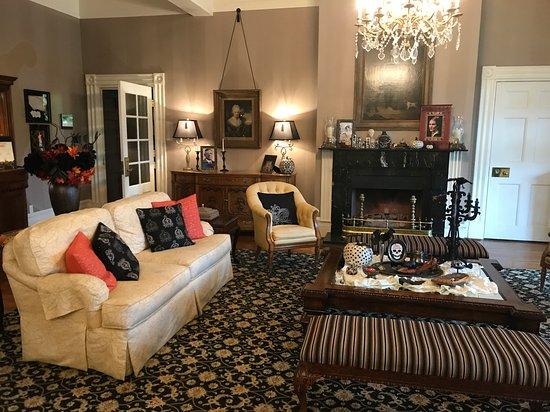 The Martha Washington Inn and Spa: Lobby Area