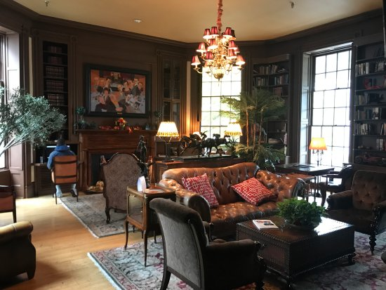 The Martha Washington Inn and Spa: Library