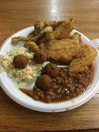 DeWitt, AR: Quality food at a home town family restaurant. Ain't fancy till you taste it. Ignore the negativ