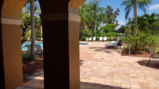 Palm Aire Country Club: St Andrews Apartments