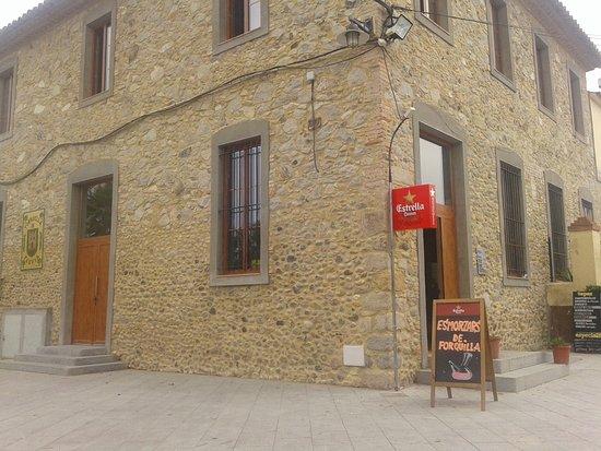 Torroella de Fluvia, Spagna: Bar social. Especialidad: arròs a la casola.