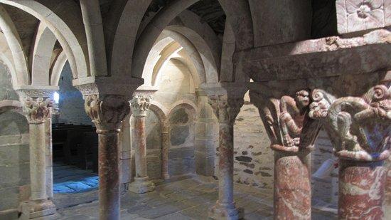 Prades, Frankreich: Romanische Kapitelle und Säulen