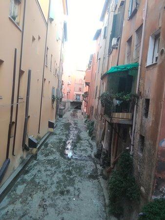 Finestrella di via piella bologna all you need to know before you go with photos tripadvisor - Bologna finestra sul canale ...
