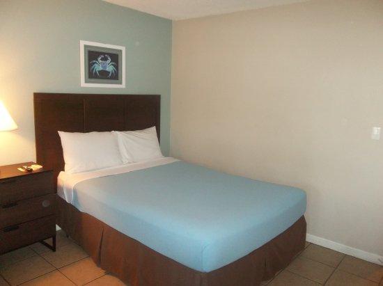Ocean Villa Inn: one of the queen beds in studio room