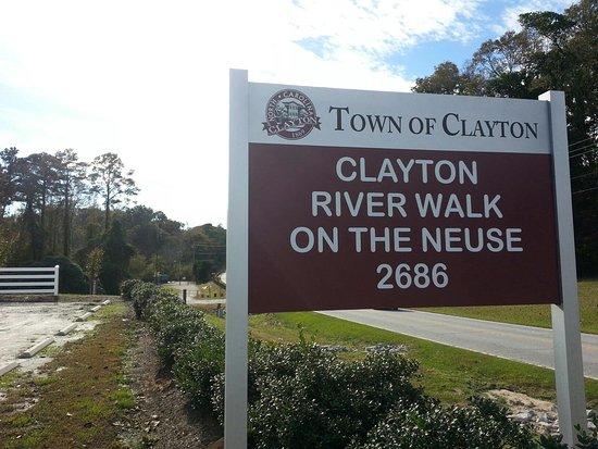 Selma, Carolina del Nord: Only 30 from RVacations on Covered Bridge Rd. Parking for south end of Neuse River Bike Trail.