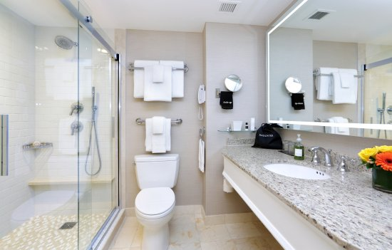 Seaport Hotel: Seaport's guestrooms offer a choice of walk-in showers or tub/showers.