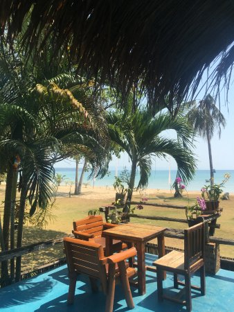 Holiday Beach Resort: restaurant with a sea view