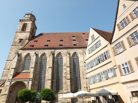 Dinkelsbühl, Deutschland: Gothic arches and plunked in the middle of town