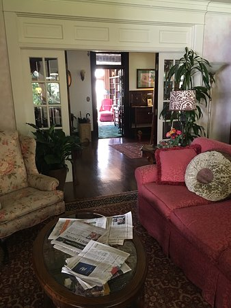 South Pasadena, Californien: View from living room through foyer to library