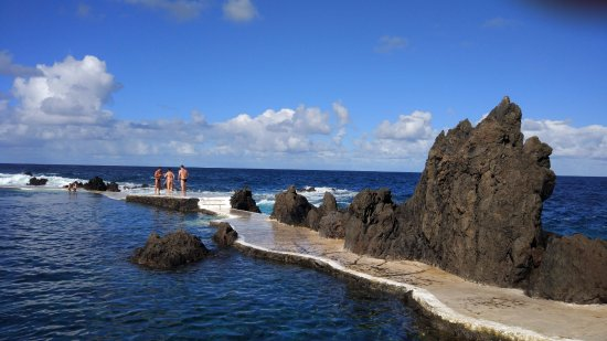 Porto Moniz Natural Swimming Pools: волнорез