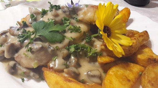 Konigsee, Γερμανία: Schnitzel mit Kartoffelspalten
